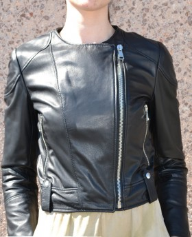 Short leather jacket with lateral zip