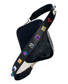 Shoulder strap with geometric applications